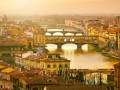 Во Флоренции задержали туристов за нарисованное сердце на мосту XIV века