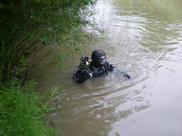 В Киеве водолазы нашли тело на расстоянии 4 м от берега
