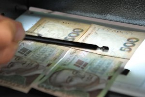 Как отличить фальшивые банкноты 500 гривен от настоящих - НБУ