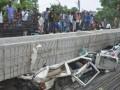 В Индии обрушился мост: 15 жертв