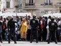 В Париже мигранты заблокировали Пантеон