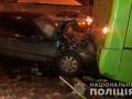 В Харькове Mercedes влетел в маршрутку: есть пострадавшие