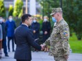 Зеленский уехал на Донбасс вручать подарки военным