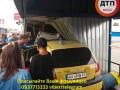 Под Киевом авто врезалось в киоск на остановке