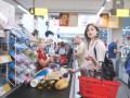 Украинцы тратят на продукты больше половины дохода
