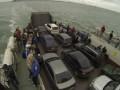 Сотни авто все еще стоят в очереди на Керченской переправе