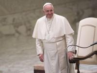 Папа римский сравнил трансляцию желтых новостей с копрофилией