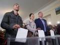 Виталий Кличко привел голосовать жену и брата