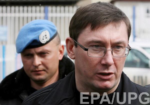Луценко сообщил об обысках у продавца сигарет