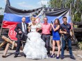 Свадьба во время войны: молодожены в Горловке позируют на блокпостах ДНР