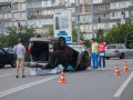 В Киеве Jaguar протаранил Volkswagen, тот перевернулся два раза