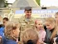 Николаевские школьники передали морпехам отремонтированный БТР