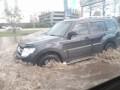 Спустя день после ремонта прорыв трубы снова затопил одну из улиц Киева