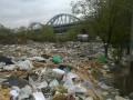 На набережной Днепра в Киеве образовалась мусорная свалка