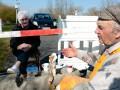 Из-за вируса пожилые немец и датчанка ходят на свидания на границу