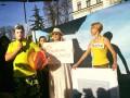 Чемодан-вокзал-Мальдивы: в Киеве провели акцию против Порошенко