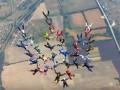 Парашютисты собрали в небе трезубец Украины