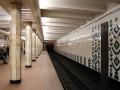 В Киеве в метро на рельсы упал человек