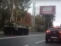 В центре Донецка засняли переброску военной техники