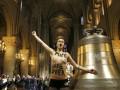 Пока, Бенедикт! Femen обнажились в Соборе Парижской Богоматери по случаю отречения от престола Папы Римского