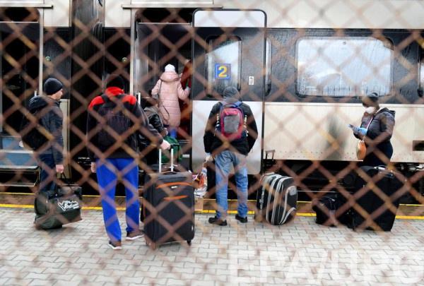 Украинцев продолжат вывозить из Польши