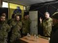 Порошенко встретился с бойцами Азова на Донбассе
