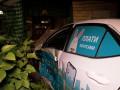 В Киеве такси врезалось в террасу ресторана