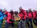 Упавшего с горы пса спасали 16 добровольцев