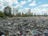 На Закарпатье тракторист на свалке откопал тело женщины