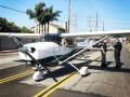 В США пилот-новичок посадила самолет посреди улицы