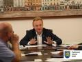 Мэр Львова поручил водить бомжей в баню