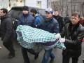 Защитники животных принесли под здание Кабмина труп собаки