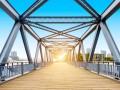 В Запорожье 19-летняя девушка прыгнула с моста и разбилась