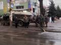 В центре Макеевки коммунальщики сливали стоки из канализации прямо на проезжую часть