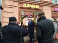 Глава Госдепа США Керри прогулялся по московскому Арбату