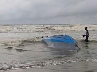 У побережья Малайзии перевернулась лодка: есть погибшие