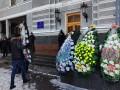 Под Минздрав принесли похоронные венки