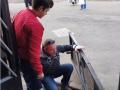 В Киеве пассажир выпал из троллейбуса вместе с дверью