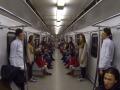 Зеркальный розыгрыш близнецов в киевском метро покорил пользователей Сети