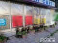 Под Киевом мужчины подожгли политбаннер и чуть не спалили магазин