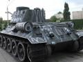 Пьяные супруги разрисовали памятник танкистам в Киеве