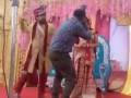 Жених приревновал невесту к фотографу: реакция девушки насмешила соцсети