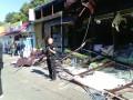 Бульдозером по Roshen: возле метро Святошин разрушили полный конфет магазин