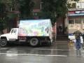 В Тернополе под грузовиком провалился асфальт