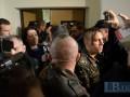 Бывшие беркутовцы подрались в суде с товарищами погибших майдановцев (видео)