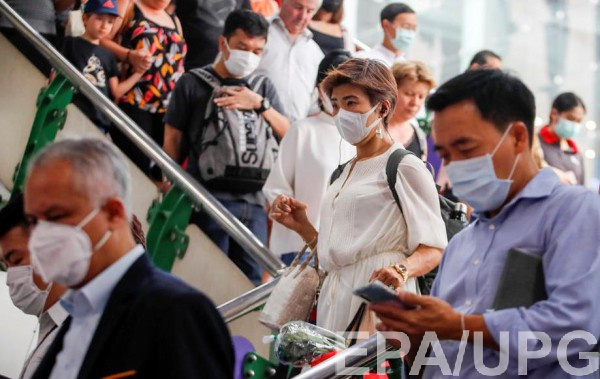 По данным СМИ, заразившаяся девушка приехала из Таиланда