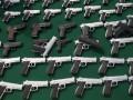 В Мексике сожгли тысячи игрушечных пистолетов в связи с их использованием в ограблениях