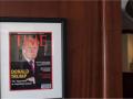 Трамп повесил в гольф-клубе фейковую обложку Time, интернет взорвался мемами