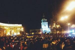 """На Михайловской площади обещание властей найти виноватых в событиях на Евромайдане встретили криками """"Позор!"""""""