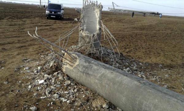 «Укрэнерго» заявляет обаварийном отключении ЛЭП, поставляющей вКрым электроэнергию
